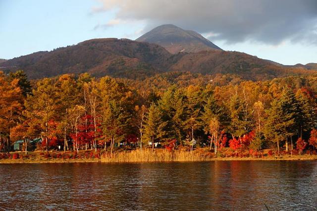 蓼科湖からの蓼科山